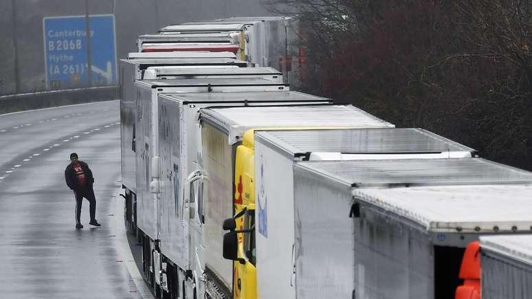 Великобритания прогнозира шест месеца хаос в пристанищата на Ламанша