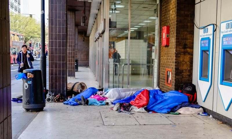 The Independent: Британската програма за жилища на бездомниците издъхна