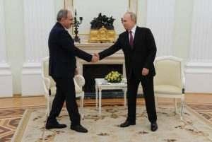 В центъра на вниманието Карабах- Никол Пашинян на посещение в Кремъл