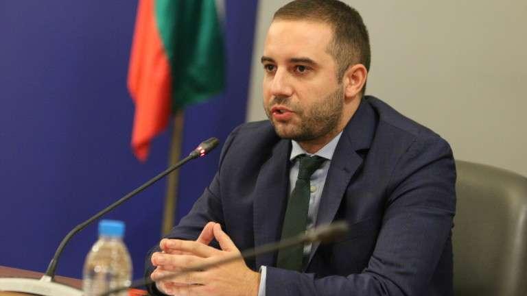 """Провеждат се научни консултации за """"Спутник V"""""""