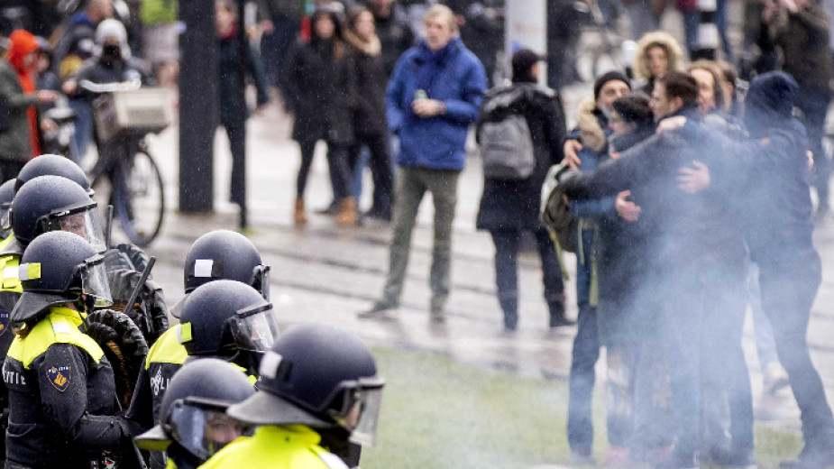Протести срещу Ковид мерките в Амстердам