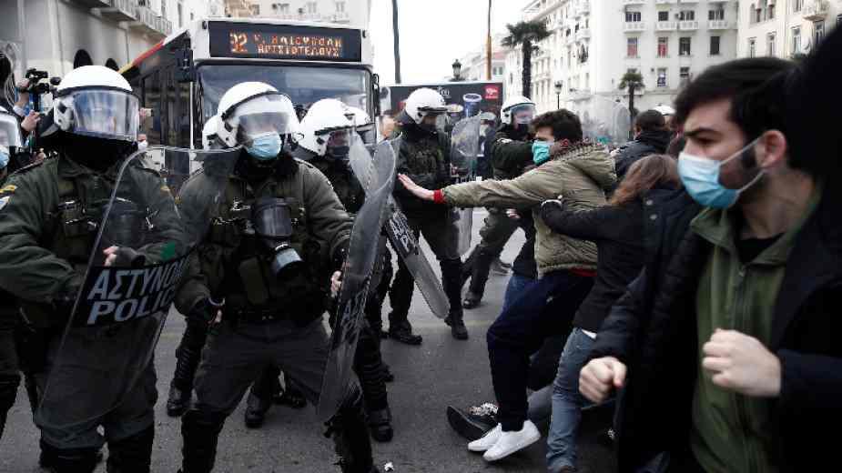 """Студенти и ученици протестират в Гърция за отмяна на проектозакон """"от годините на хунтата"""""""