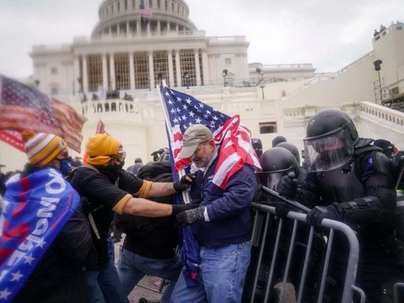 ФБР разследва дали чуждестранни правителства са част от щурма на Капитолия