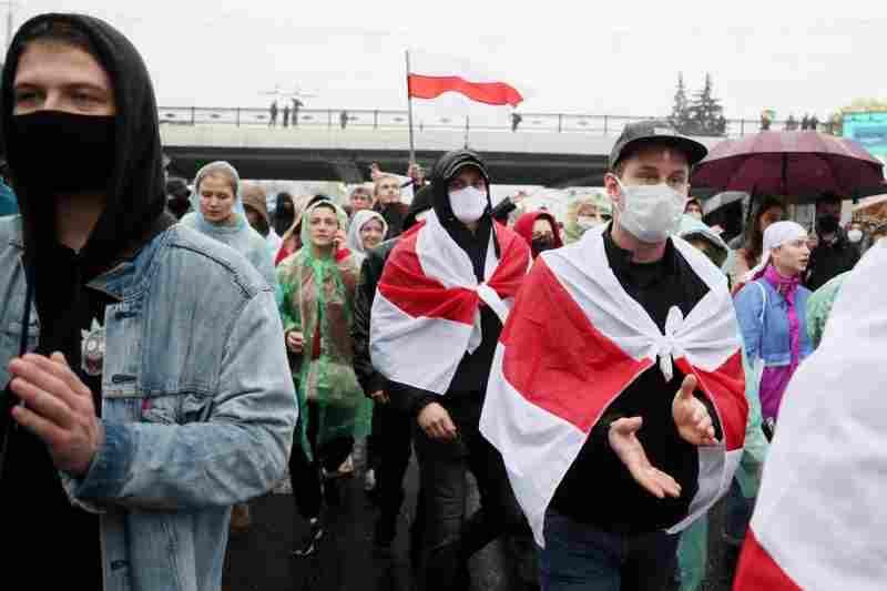 Полицията в Беларус арестува около 100 човека на протести