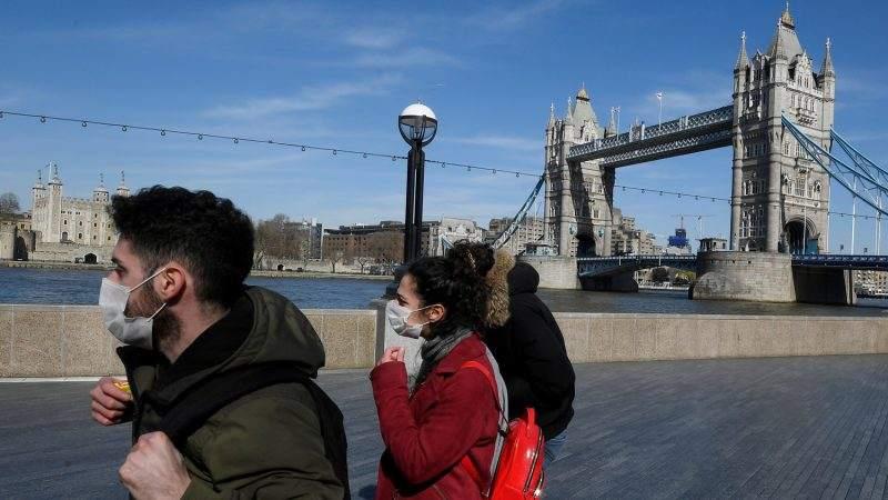 """""""Дейли мейл"""": Великобритания карантинира за 10 дни пристигащи от страни с висок риск"""