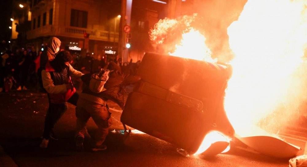Пожар избухна на протестите в Барселона