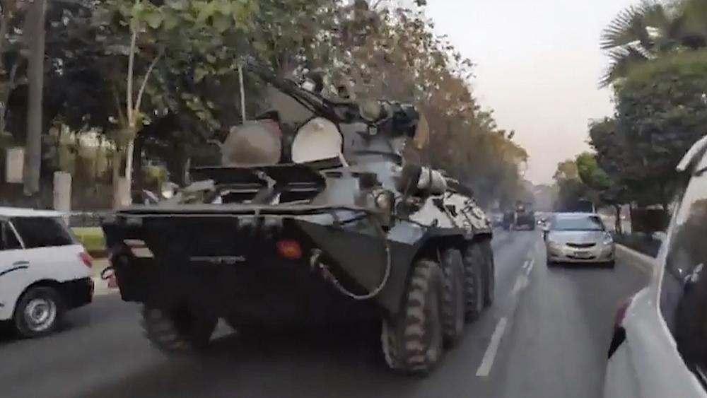 Euronews: Танкове и бронетехника в Мианмар за потушаване на протестите