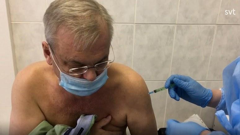 """""""Един от най-големите успехи на Русия от много години насам"""": Шведски кореспондент се ваксинира със """"Спутник V"""""""