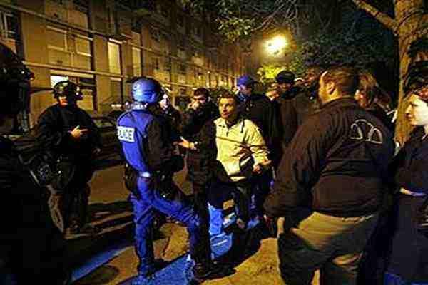 """Le Figaro: """"Все по-млади и по-агресивни"""" - младежките банди се превръщат в сериозен проблем за Франция"""