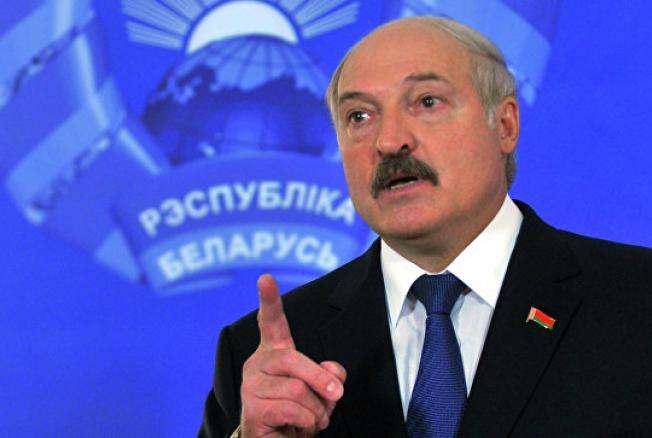 Лукашенко: Купете си телефони с бутони, защото САЩ ни шпионират