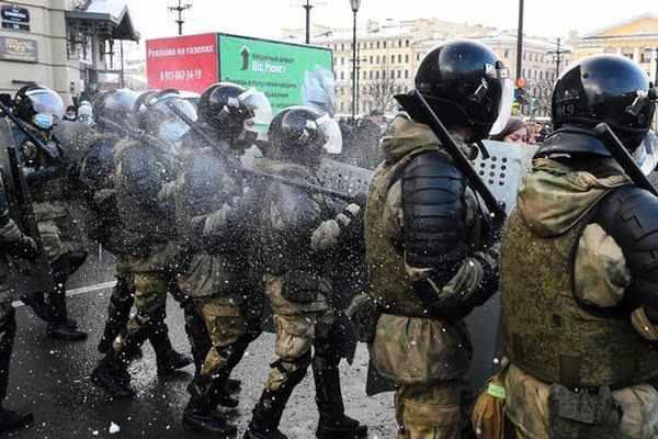 Русия въведе глоби за неподчинение на служителите на реда на митингите