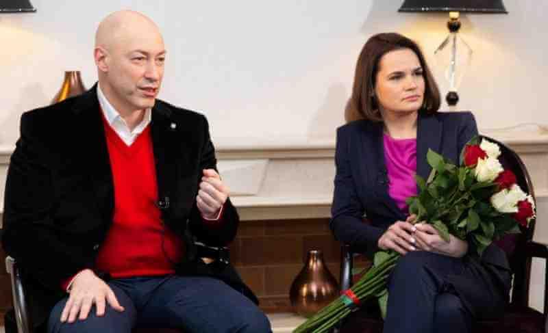 """Тихановская поясни за чия сметка живее в чужбина и пътува из Европа: """"Нека го наречем заплата"""""""