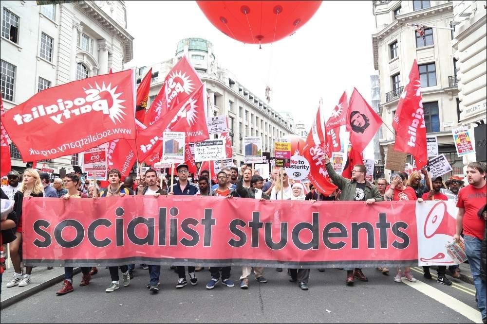 Le Monde: Социалистите победиха на изборите в Каталуния