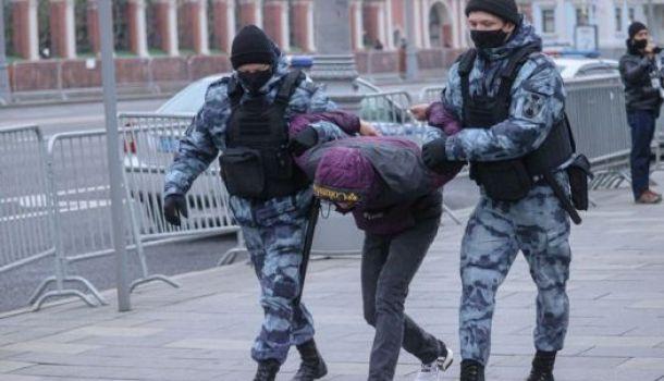 Русия вдигна глобите за неподчинение на силоваците по време на митинги