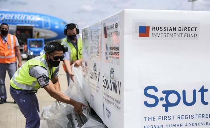 """Bloomberg:""""Спутник V"""" - най-крупният пробив на съвременна Русия"""