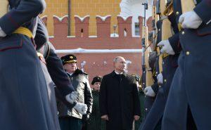 Владимир Путин и Сергей Шойгу положиха цветя на паметника на Незнайния войн