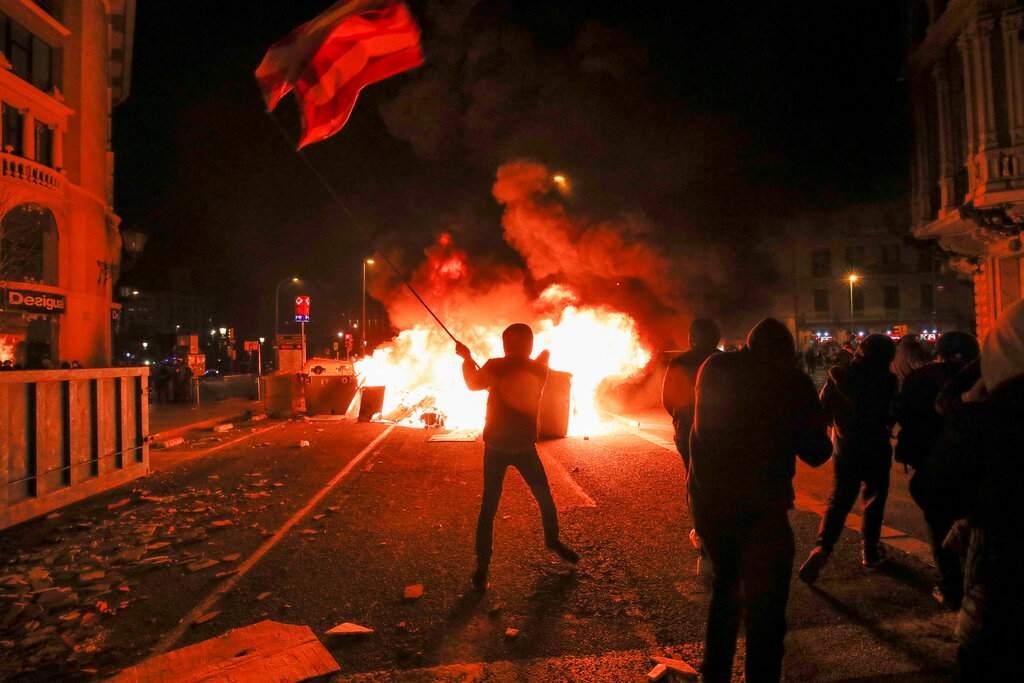 """""""Смърт на фашистката държава"""": Трета поредна вечер на протести в защита на левия рапър в Испания"""