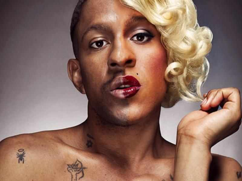 """""""Транссексуалните хора да не се обиждат"""": Великобритания се отказа думите """"майка"""" и """"баща"""""""