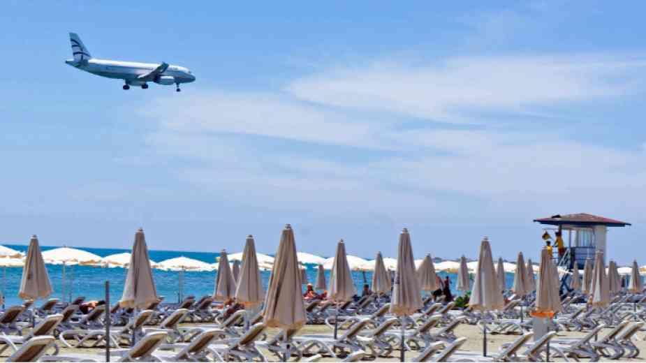 Кипър се отваря за чуждестранни туристи