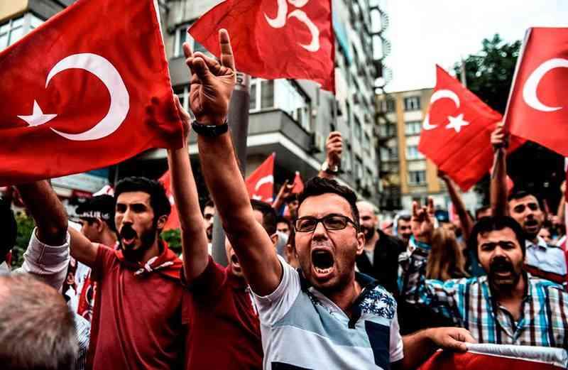 """Le Figaro: """"Турски национализъм с нормандски сос"""": Турската диаспора във Франция - инструмент на политиката на Ердоган"""