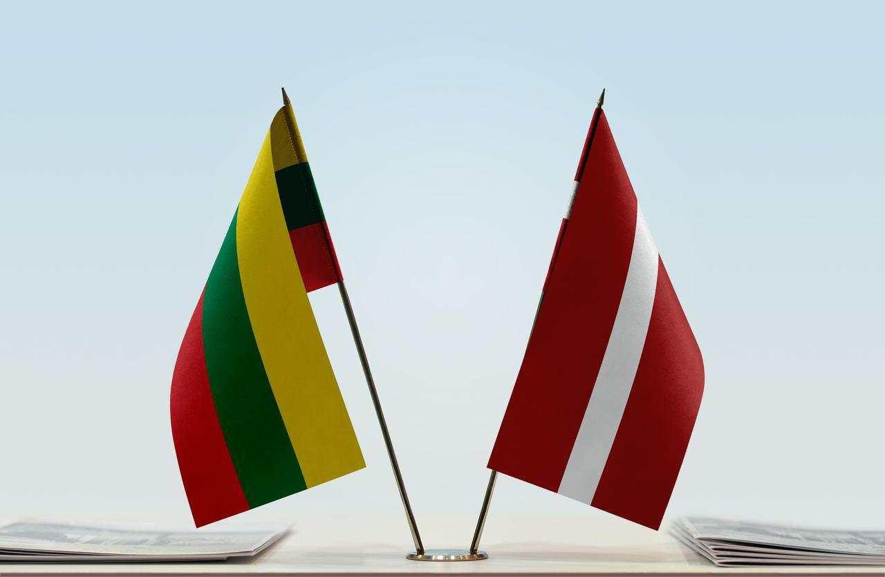 Литва и Латвия гонят руски дипломати в знак на солидарност с Чехия