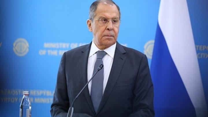 """Лавров обясни """"струпването"""" на войски на границата на Русия. Три думи му бяха достатъчни"""