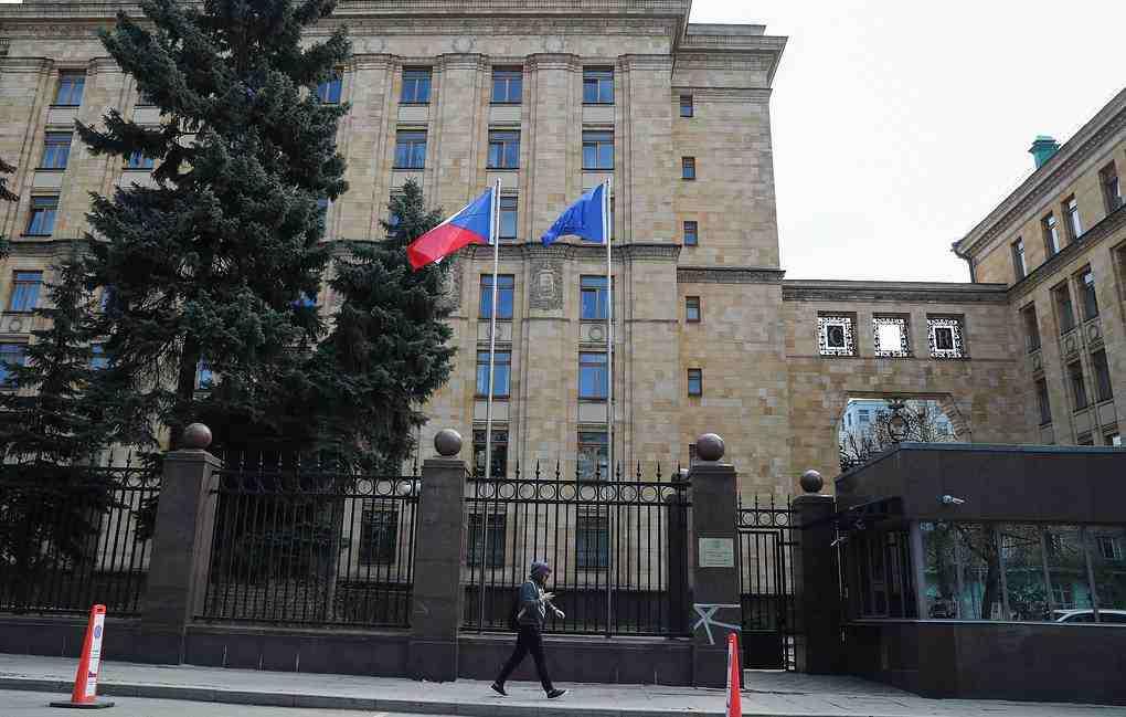 Петима дипломати ще останат в посолството на Чехия в Русия