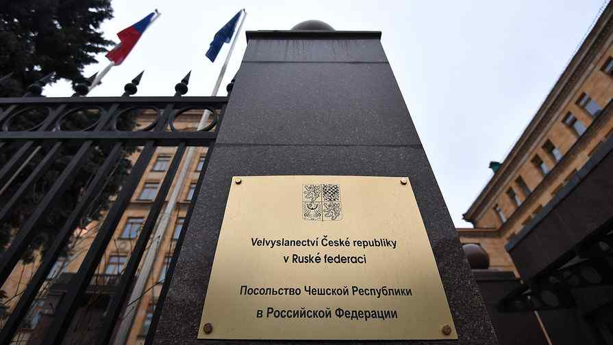 Работата на посолството на Чехия в Москва е парализирана