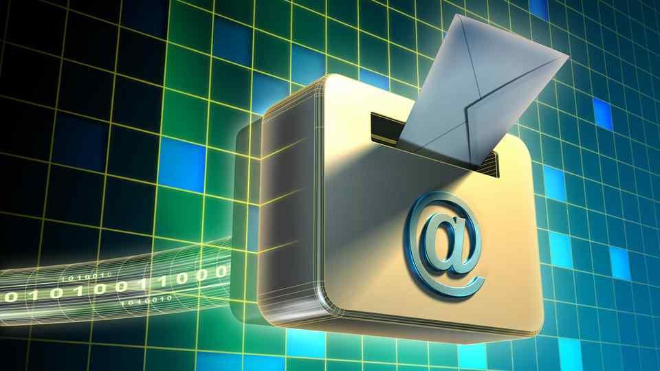 Базата данни с имейл адресите на поддръжниците на Навални попадна в мрежата