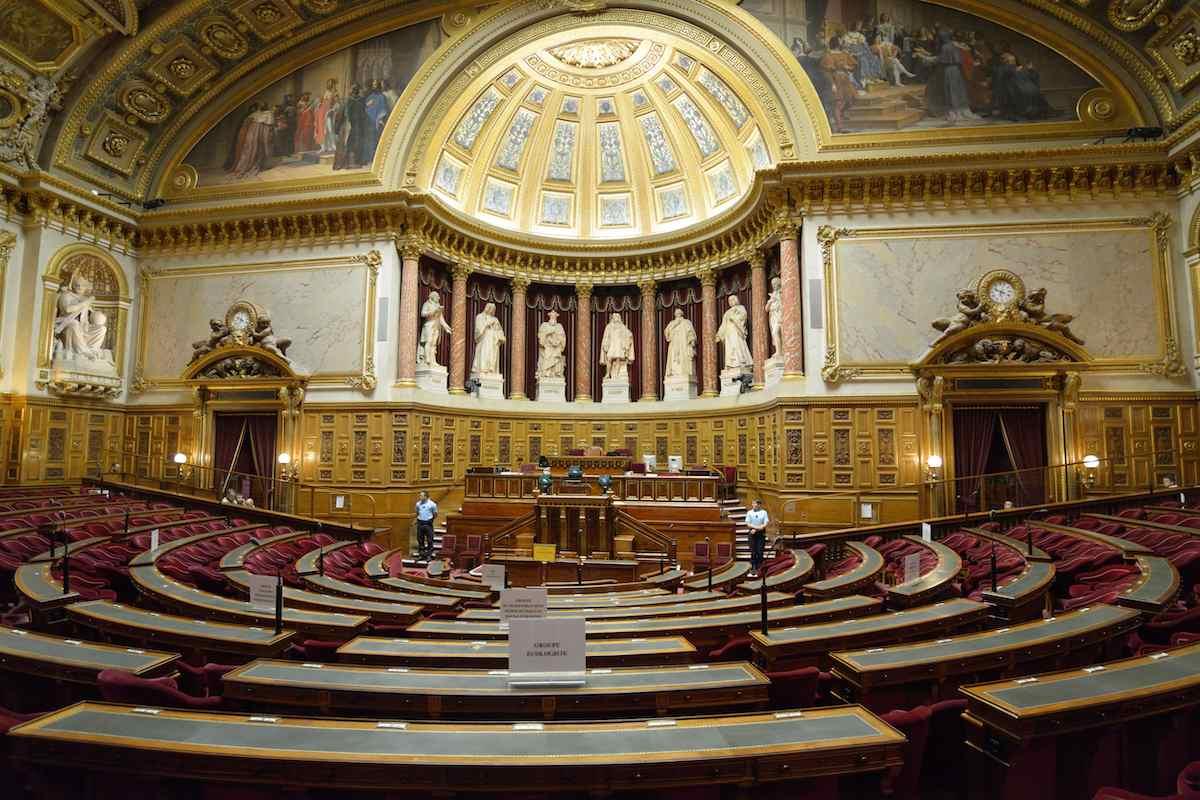 Сенатът във Франция прие закон в защита на светската държава