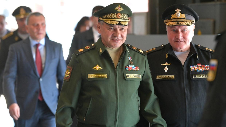 Шойгу пристигна в Крим на мащабните военни учения