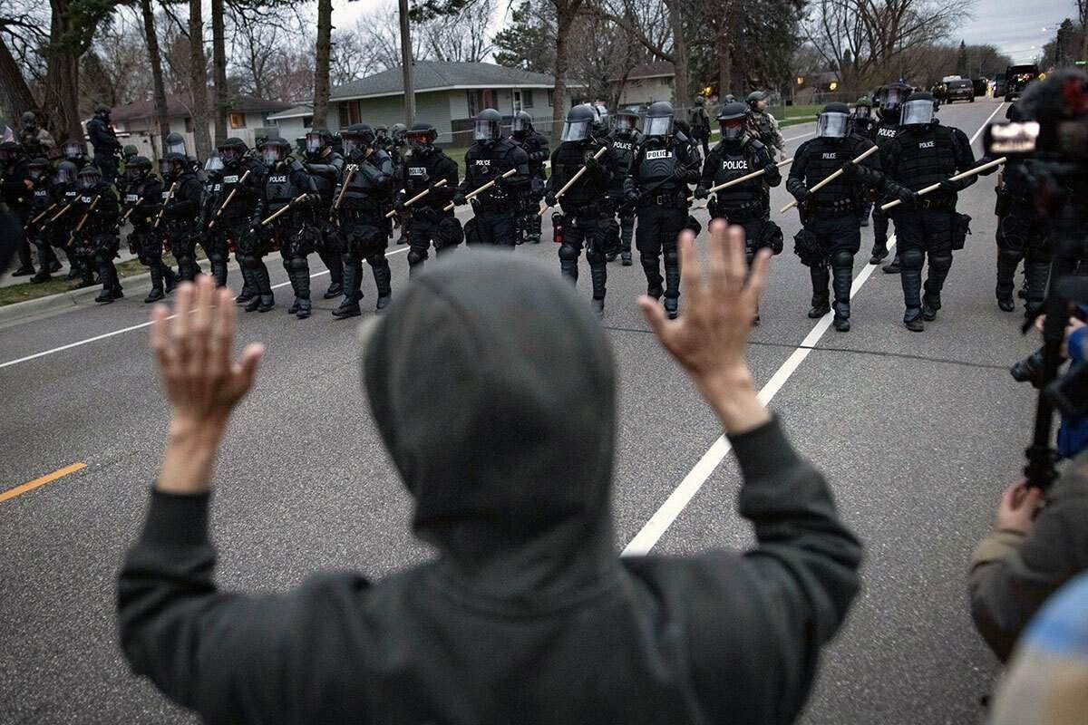 Полицията в САЩ отвово уби чернокож, този път под удара е Байдън