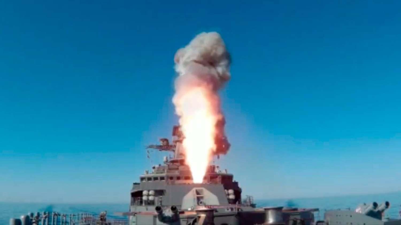 """Руската фрегата """"Маршал Шапошников"""" порази цел в Японско море"""