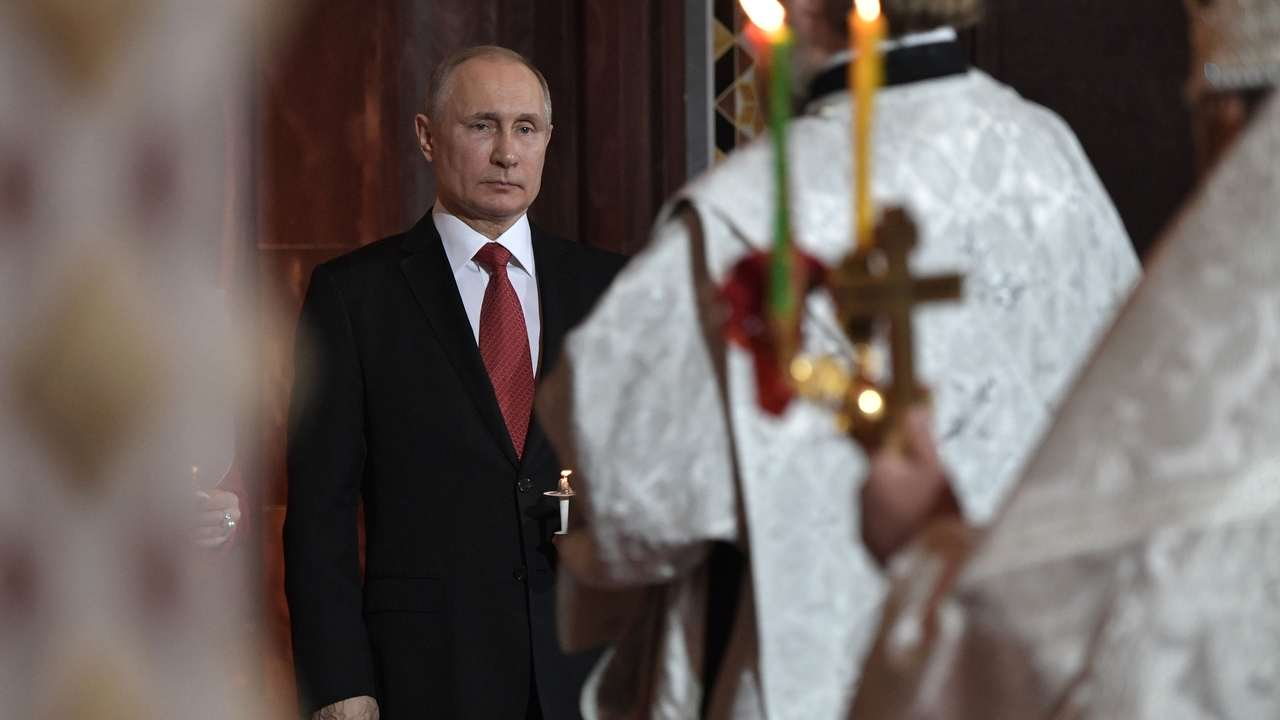 "Путин пристигна на великденска служба в катедралата на ""Христос Спасител"""