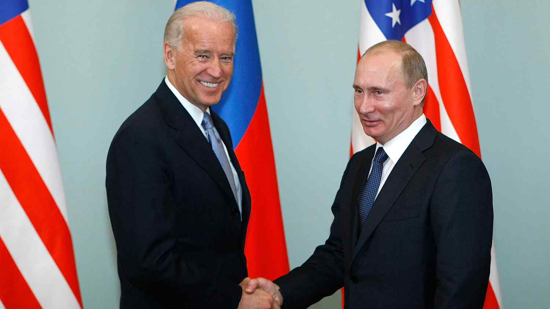 Politico посочи възможните места за среща между Путин и Байдън