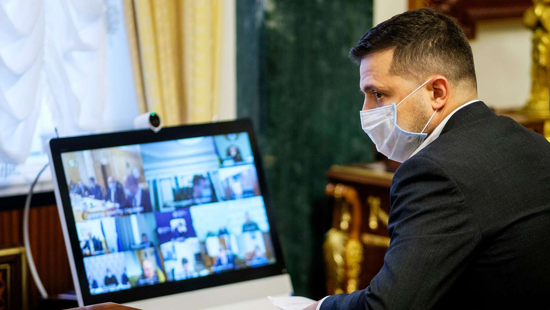Зеленски покани Байдън да посети Украйна