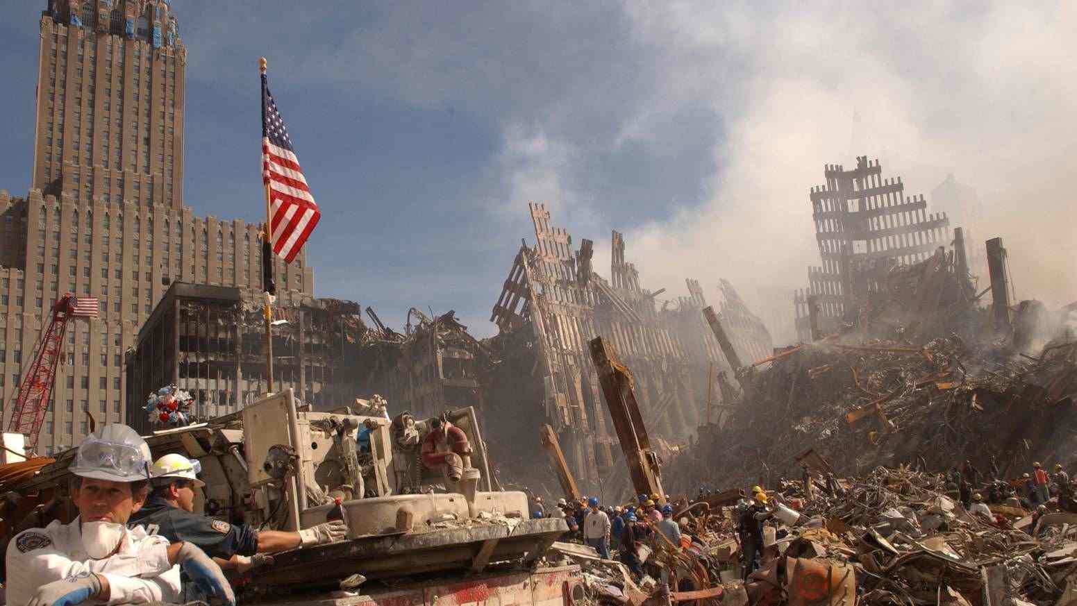 Размахвайки юмруци, Америка се движи към катастрофа