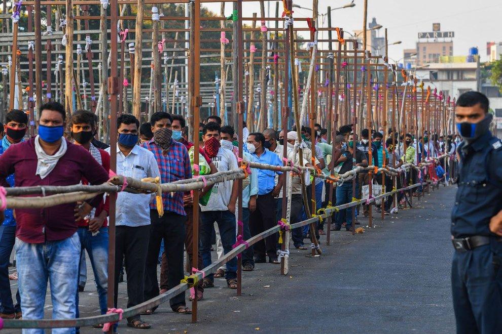 400 000 заразени за денонощието в Индия - тъжен антирекорд