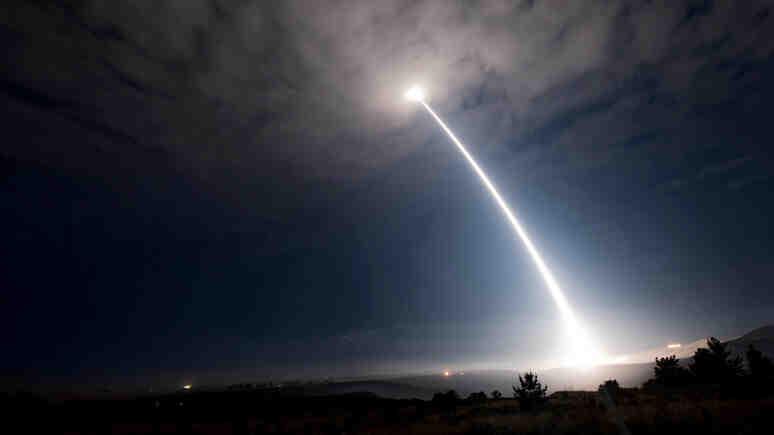 DN: За да отслаби напрежението с Русия, НАТО планира да се откаже от ядрените ракети в Европа