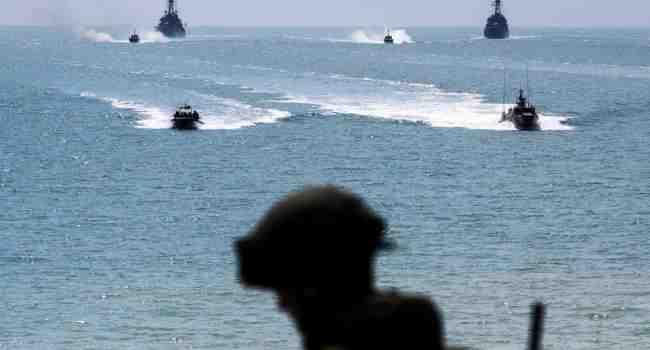 Руски кораби ще проведат учения в близост до британски самолетоносач