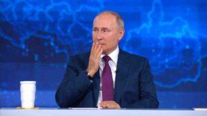 Владимир Путин, говорейки за инцидента с британския миноносец се удари по устните разкривайки важна информация