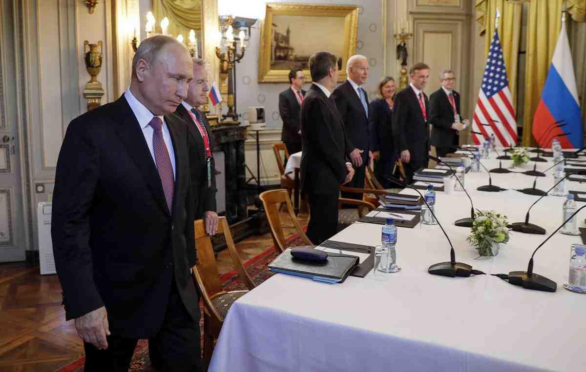 Berlingske: Срещата на Байдън с Путин показа слабостта на американците