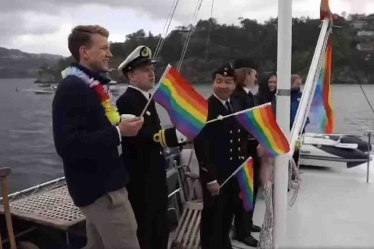 Норвежкият флот взе участие в гей парад