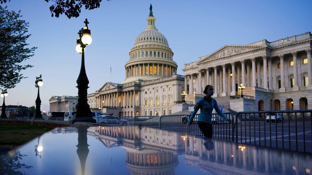 САЩ одобриха законопроект за $250 млрд долара, насочен към противопоставяне на Китай в технологичната сфера