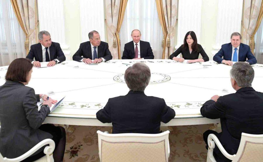Джон Болтън: Путин обикновено доминира в разговора