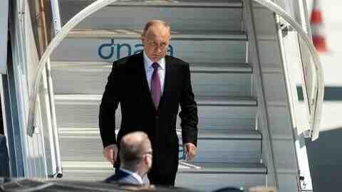 """""""El País"""" за Путин: Той е """"предизвикателно пунктуален"""" и няма нужда от медицински ван"""