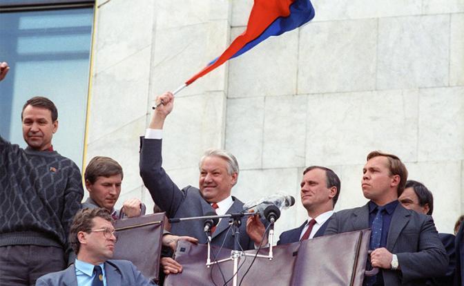 Кой е управлявал Елцин, давайки му указания да унищожи СССР?