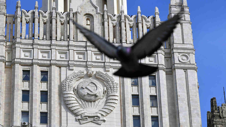 Русия обеща твърд демарш на британския посланик заради инцидента с разрушителя в Черно море