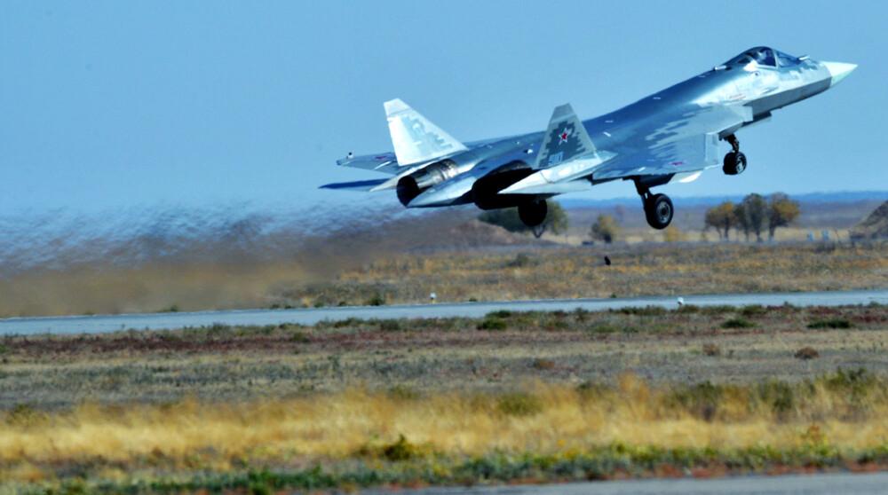 ВКС на Русия ще получат два серийни Су-57 тази година