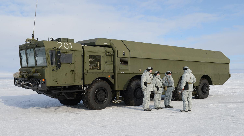 Защо Русия възстановява военните си обекти в Арктика?